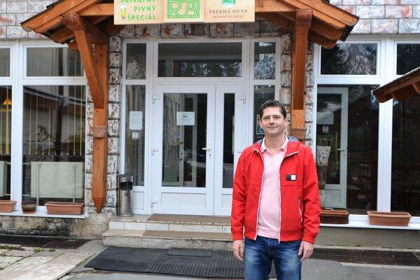Spolumajiteľ Rekreačného areáu Predná Hora Rudolf Čižmár je z celej situácie znechutený. Absencia cesty komplikuje situácie zamestnancom aj zamestnávateľom.