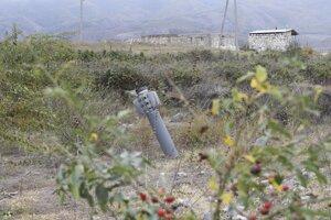 Nevybuchnutá raketa typu grad neďaleko obývaného územia v neuznanej republike Arcach – Náhornom Karabachu.