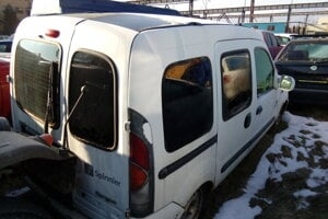 Odpredaj cestného motorového vozidla zn. RENAULT KANGOO. Vyvolávacia cena 249 eur.