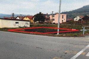 Predaj 3 susediacich pozemkov vhodných na výstavbu garáží v obci Nižná. Vyvolávacia cena 1300 eur.