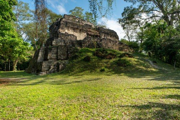 Uaxactún je posvätné mayské miesto, ktoré leží v dnešnej Guatemale. Slovenskí výskumníci zrekonštruovali maľbu, ktorú v ňom zničili živly pred takmer sto rokmi a ktorá sa považovala za celkom stratenú.