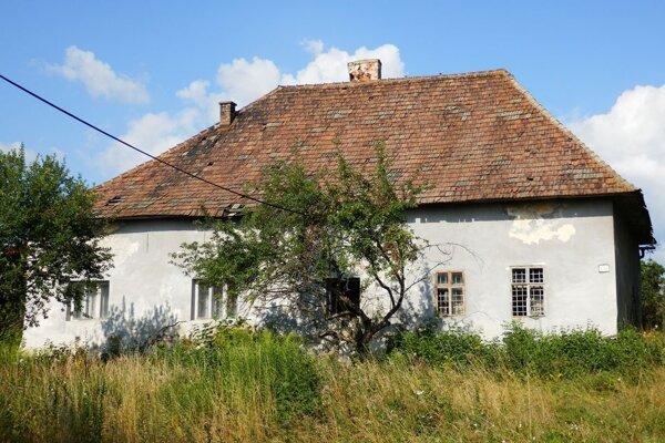 Jedna zposledných fotografií, na ktorej je zachytená Sedliakovie kúria vOkoličnom.