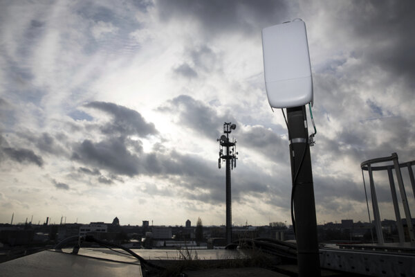 Vysielače pre piatu generáciu bezdrôtových systémov (5G).