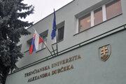 Trenčianska univerzita Alexandra Dubčeka v Trenčíne.