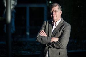 STEVE CLEMONS je editor webu The Hill a bývalý šéfredaktor magazínu The Atlantic.