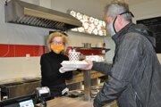 Zákaz konzumácie jedla a nápojov v reštauráciách prinesie majiteľom straty.