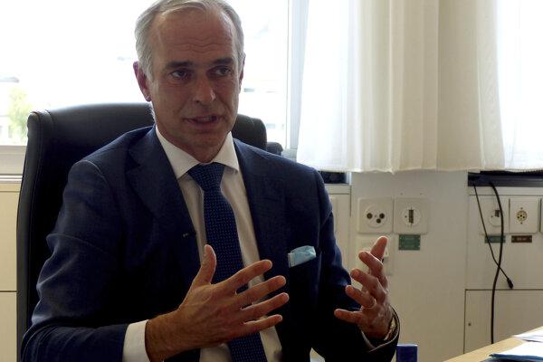 Šéf najväčšieho švajčiarskeho nemocničného komplexu Bertrand Levrat.