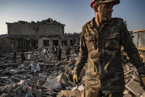 Zničený dom vo vojnou poznačenej oblasti Náhorný Karabach.