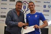 Peter Švec pózuje s Marekom Kuzmom, jedným z lídrov Dubnice, ktorí ostali aj po minulej sezóne.