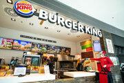 Burger King ponúka jedlo aj cez donáškové služby.