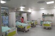 Aj Kysucká nemocnica prechádza náročným obdobím. Podľa riaditeľa všetky kľúčové oddelenia fungujú a o pacientov je postarané.