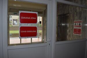 Červená zóna v humenskej nemocnici v internistickom pavilóne.