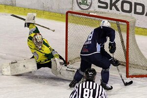 V šanci Juraj Štefanka, jeho pokus nevyšiel, ale následnou dorážkou dával Richard Lelkeš na 2:0.
