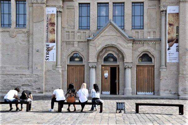 Výstavné siene aj knižnica sa opäť zavrú.