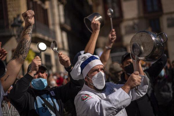 Už minulý týždeň protestovali v španielskej Barcelone proti obmedzeniam prevádzkovatelia reštaurácií.
