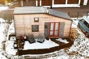 """Prvý """"tiny house"""" na Slovensku, ktorý postavili Barbora a Tibor Bogdanovci."""