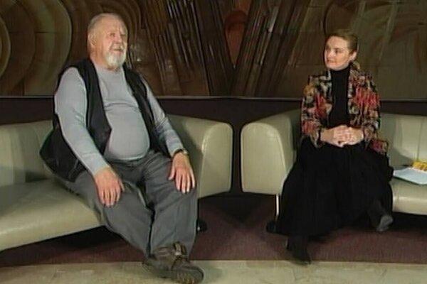 """V rámci online programu """"spoluVYHRÁME"""" divadlo ponúka výber pútavých rozhovorov s hereckými legendami, ktoré boli piliermi nášho divadla, alebo sa výrazne podieľali na jeho formovaní, ako bol napríklad aj Jozef Dóczy."""