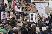 Protesty proti sprísneniu potratových zákonov v Poľsku.