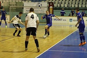 Vianočný turnaj odštartoval dramatickým úvodným zápasom Mojmírovce - Močenok B (4:4).