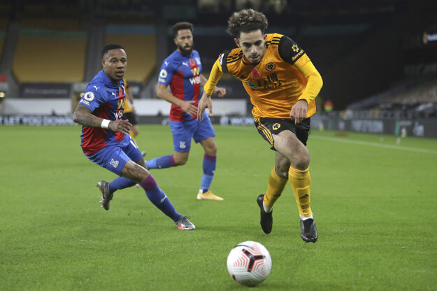 Rayan Ait-Nouri (vpravo) v zápase Wolverhampton Wanderers - Crystal Palace.