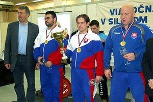 Zľava Imrich Bugár (bývalý reprezentant ČSSR v hode diskom), Robert Valach, Pavol Slíž a Peter Ovšonka.