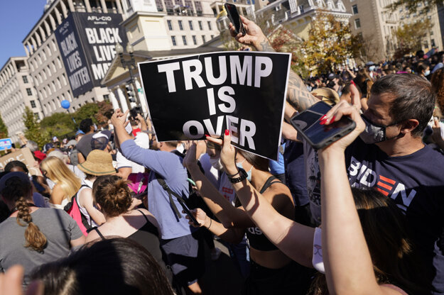 Americkí voliči rozhodli o tom, že v poradí 46. prezidentom USA sa stane demokrat Joe Biden.