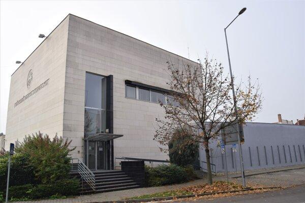 Centrum rozvoja inovácií sídli v budove Národnej banky v Lučenci