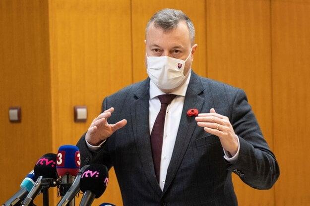 Minister práce, sociálnych vecí a rodiny Milan Krajniak pred stredajším rokovaním vlády.