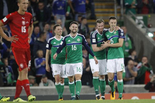 Jonny Evans (vpravo) so svojimi reprezentačnými spoluhráčmi.