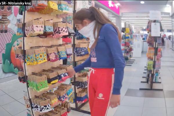 Kiosk s ponožkami.