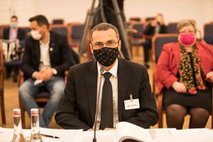 Maroš Žilinka počas vypočúvania kandidátov na generálneho prokurátora.