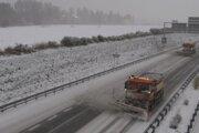 Diaľničiari tvrdia, že sú na zimnú údržbu pripravení.