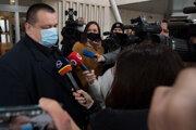 Hlavný hygienik SR Ján Mikas prichádza na zasadnutie Ústredného krízového štábu 23. novembra 2020.