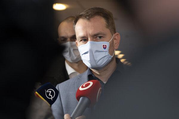 Predseda vlády SR Igor Matovič prichádza na zasadnutie Ústredného krízového štábu 25. novembra 2020 v Bratislave.