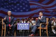 Kandidát Trump a generál Flynn počas kampane v roku 2016.