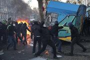 Pri protestoch došlo aj k výtržnostiam.
