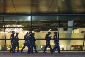 Polícia pri zásahu v Digital Parku.