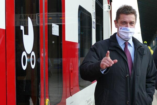 Minister dopravy a výstavby Andrej Doležal (nom. Sme rodina).
