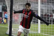 Útočník AC Miláno Brahim Diaz strieľa gól.