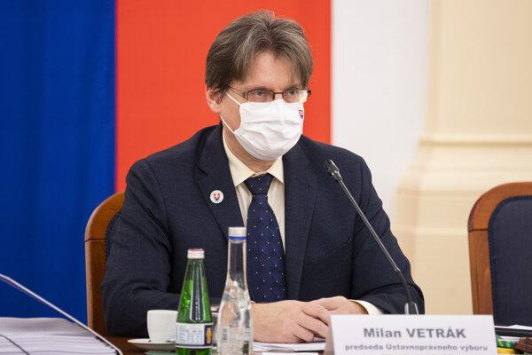 Predseda parlamentného ústavnoprávneho výboru Milan Vetrák (OĽANO).