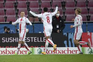 Ondrej Duda (vľavo) v drese 1. FC Kolín po strelenom góle.