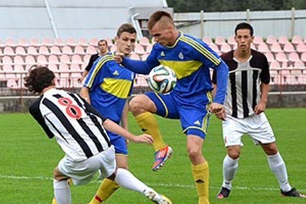 Vráble vyhrali v Púchove. V modrom M. Farkaš a L. Mihálik.