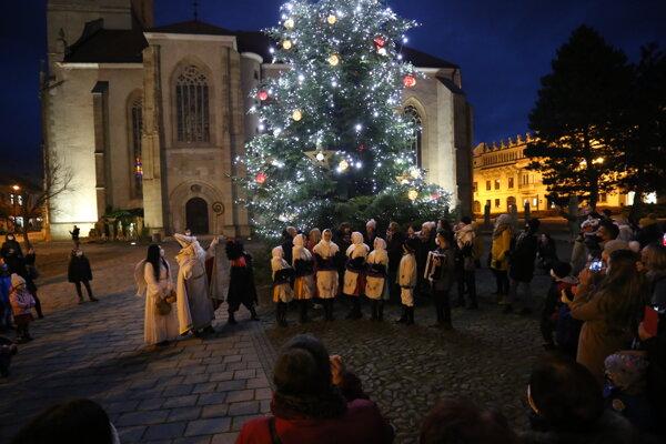 Rozsvecovanie vianočného stromčeka v Prešove.