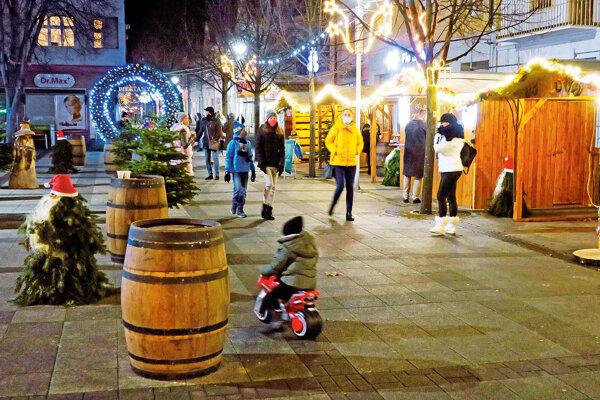 Vianočná atmosféra na námestí v Piešťanoch.