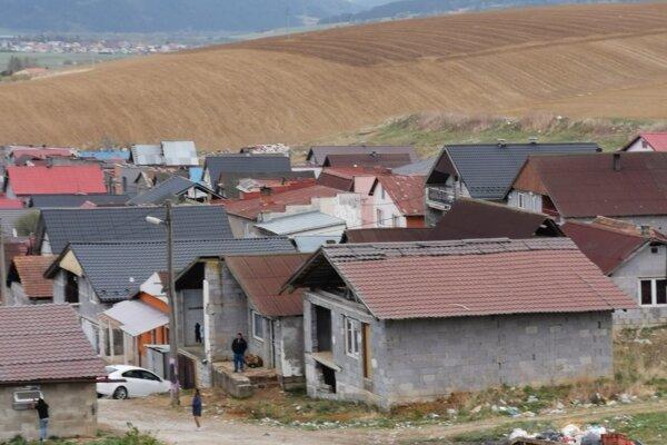 Deti z tejto časti Bystrian navštevujú miestnu školu. Pokrytie internetom však nemajú.