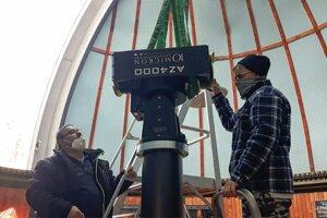 Včera bolo v Kysuckej hvezdárni rušno. Pracovalo sa na demontáži.
