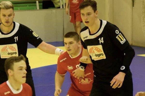 Jakub Tóth (vpravo v čiernom) a jeho brat Oliver (vľavo v čiernom).