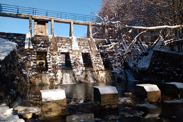 Hrádza Zbojné dnes plní protipovodňovú funkciu. Pôvodne bola postavená, aby vyrábala elektrinu. Všetko prekazila povodeň v 60. rokoch minulého storočia.