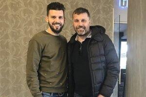 Jozef Kožlej (vpravo) vydláždil na Cypre cestu ďalším slovenským futbalistom. Aj Michalovi Ďurišovi.