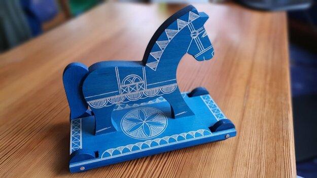 Na snímke typická drevená kyjatická hračka výrobcu Ladislava Hedvigiho z obce Rimavské Zalužany v okrese Rimavská Sobota.